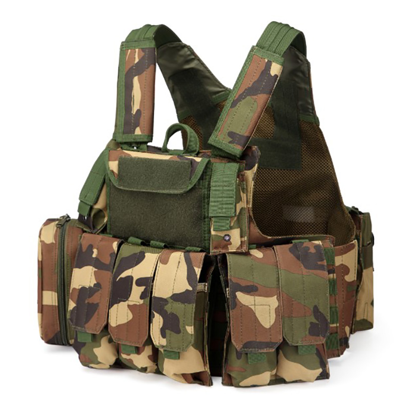 025 Tactical Vest Woodland Camo 1